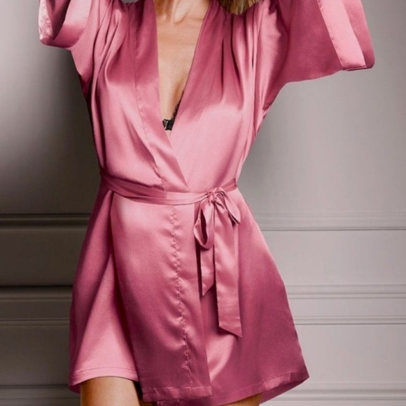 dfbc78c8c6 ✨NEW✨VERY SEXY Silky Satin Robe Kimono LONG M L
